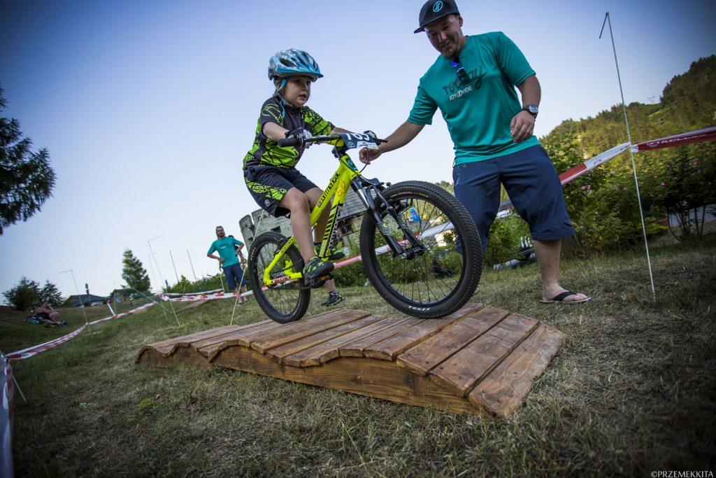 Mała-Zuzia-w-rowerowym-przedszkolu